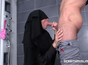 Hook-up with Muslim Niqab Mummy