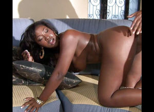 Aryana Starr deepthroats on her man's..