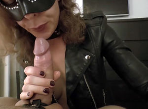 Mature domme in the mask..